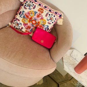 Tory Burch got pink crossbody bag!